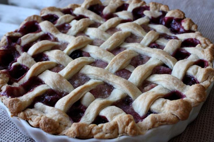 Blackberry pear pie